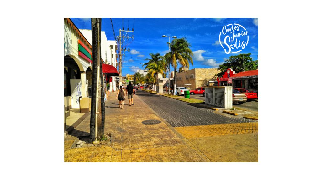 Avenida Rueda Medina en Isla Mujeres