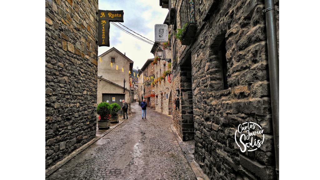 Callejeando por el pueblo de Torla que forma parte de los Pirineos Aragoneses
