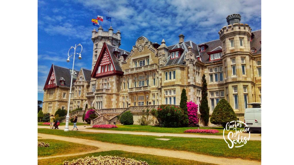 El Palacio de la Magdalena en Santander (Cantabria)  uno de los lugares más emblemáticos de la ciudad y más bellos